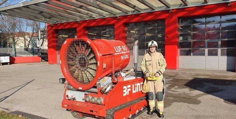LUF 60 mit Feuerwehr